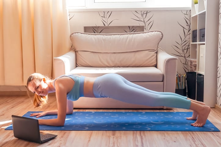 σανίδα άσκηση για τέλειους κοιλιακούς