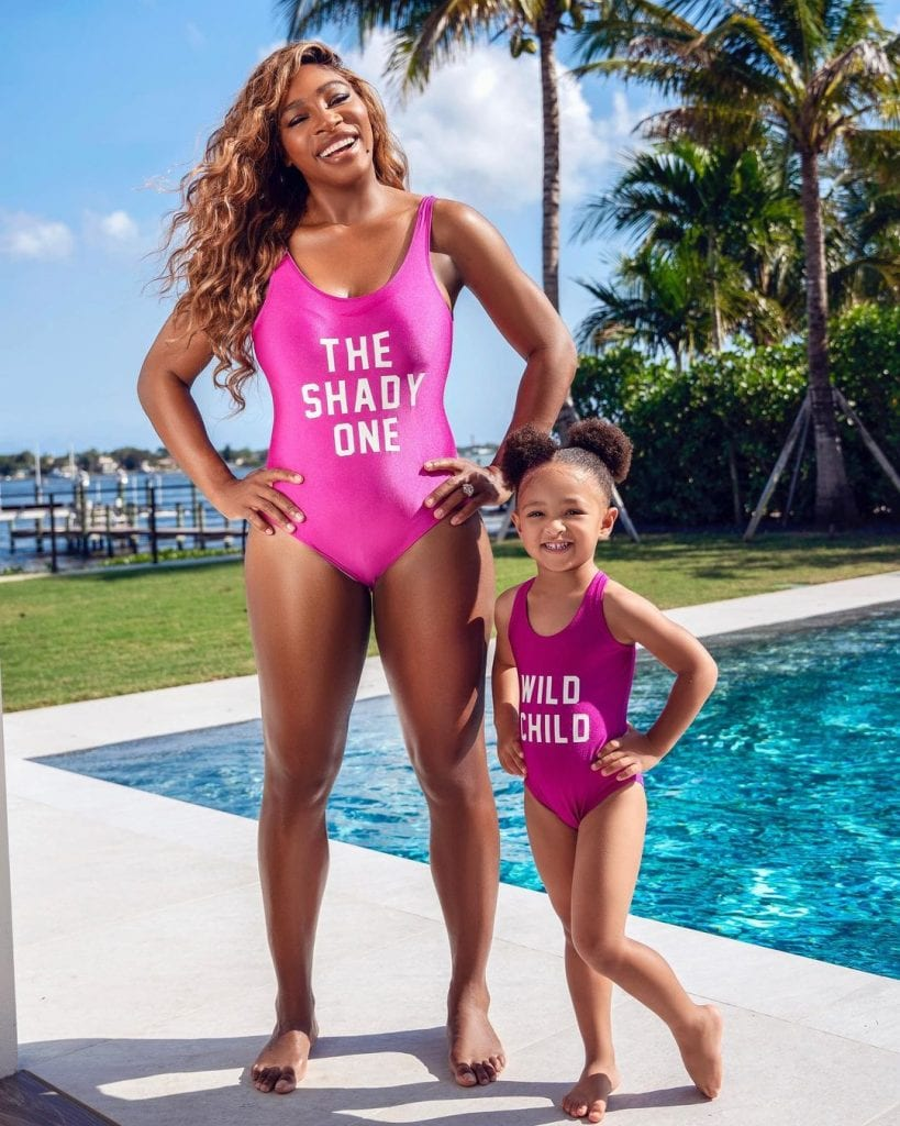 Serena Williams: Η θρυλική τενίστρια ποζάρει με την κόρη της, φορώντας ασορτί μαγιό