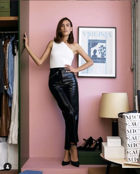 Star Style : Δες πώς φόρεσε η Alexa Chung το δερμάτινο παντελόνι