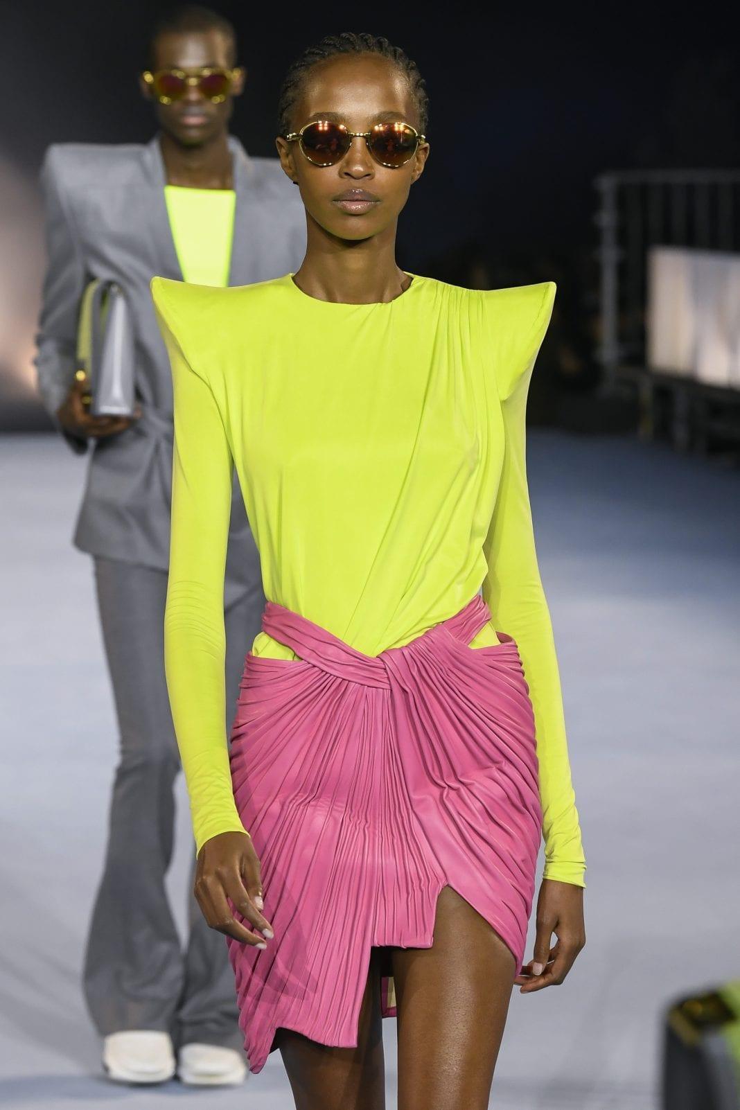 Bold shoulders: Οι έντονοι ώμοι είναι η νέα τάση που είδαμε στα ντεφιλέ των πιο διάσημων σχεδιαστών