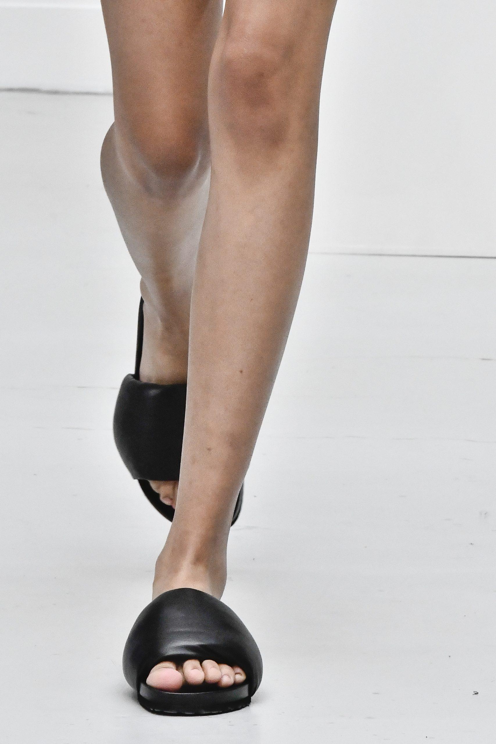 Shoe trends: Aυτά είναι τα flat παπούτσια που θα φορέσουμε την Άνοιξη και το Καλοκαίρι