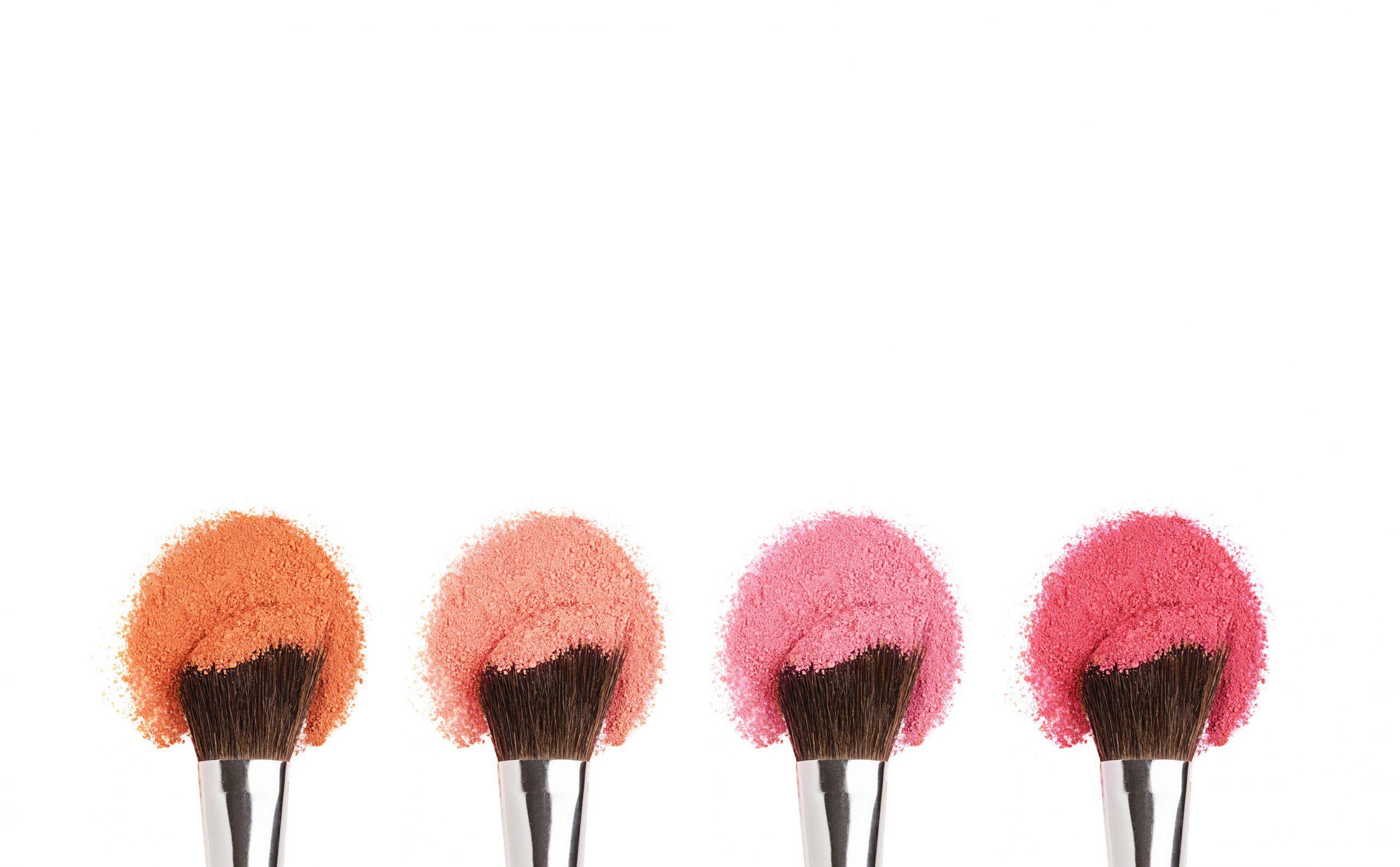 Μακιγιάζ: Οι 4 +1 βασικοί κανόνες για να βάλεις σωστά το ρουζ