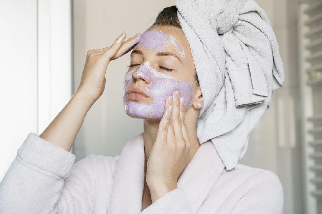 Ανοιξιάτικη ρουτίνα ομορφιάς: Μεταμόρφωσε το δέρμα σου με απλές αλλαγές