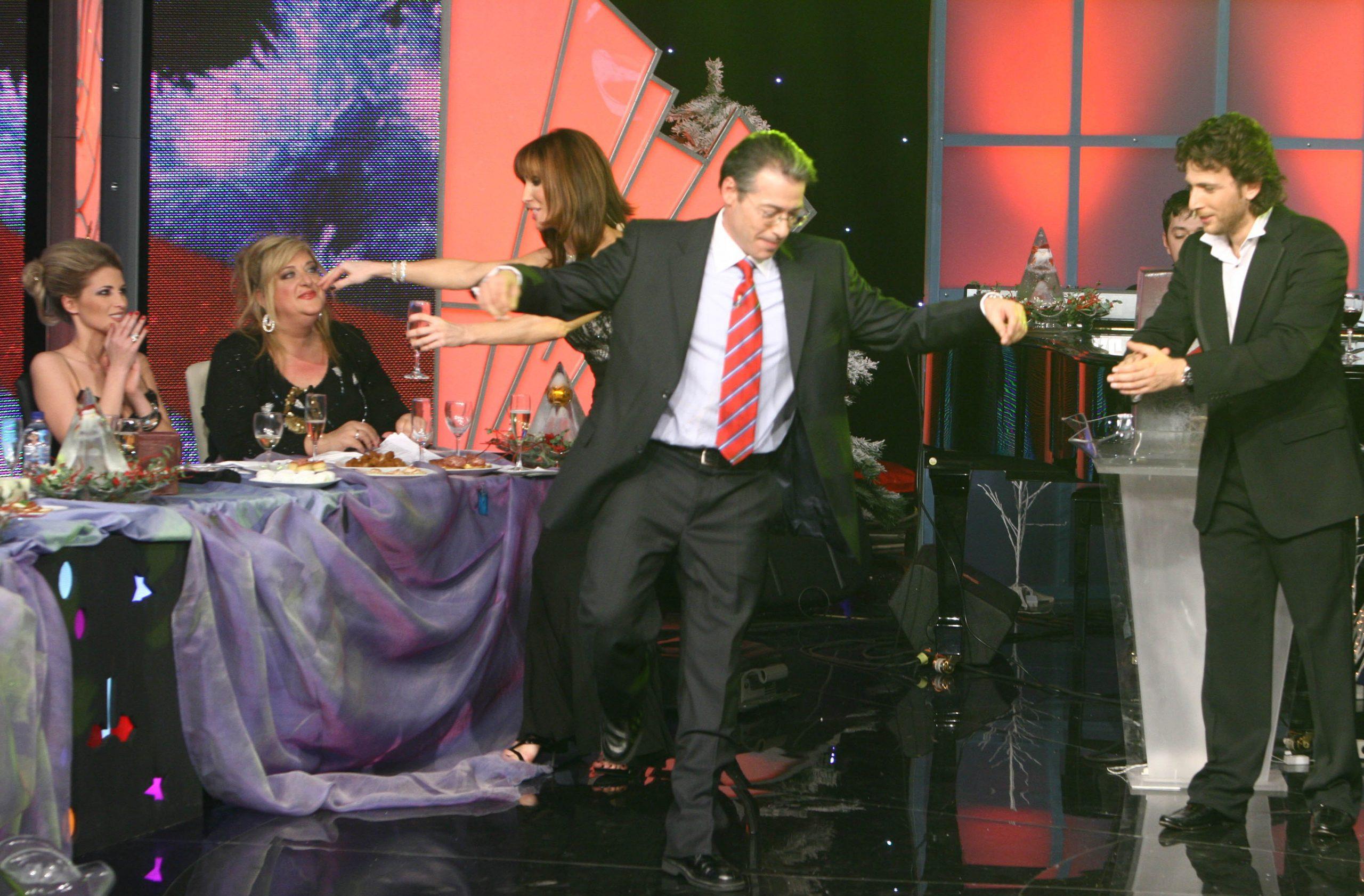 Νίκος Μάνεσης: Η εκπομπή, η ηλικία, η σύζυγος, τα παιδιά και ο άγνωστος γάμος με καταξιωμένη τραγουδίστρια!