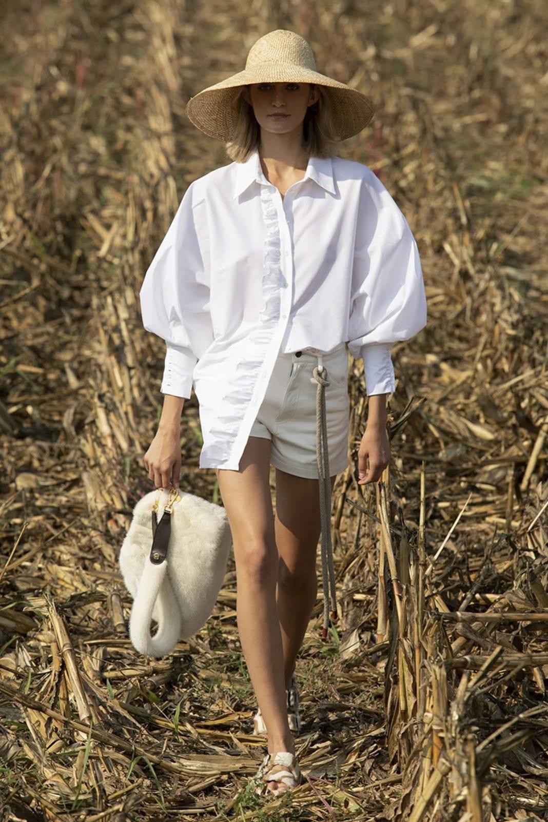 Bold shoulders Πώς φόρεσε την απόλυτη τάση της σεζόν η Olivia Culpo