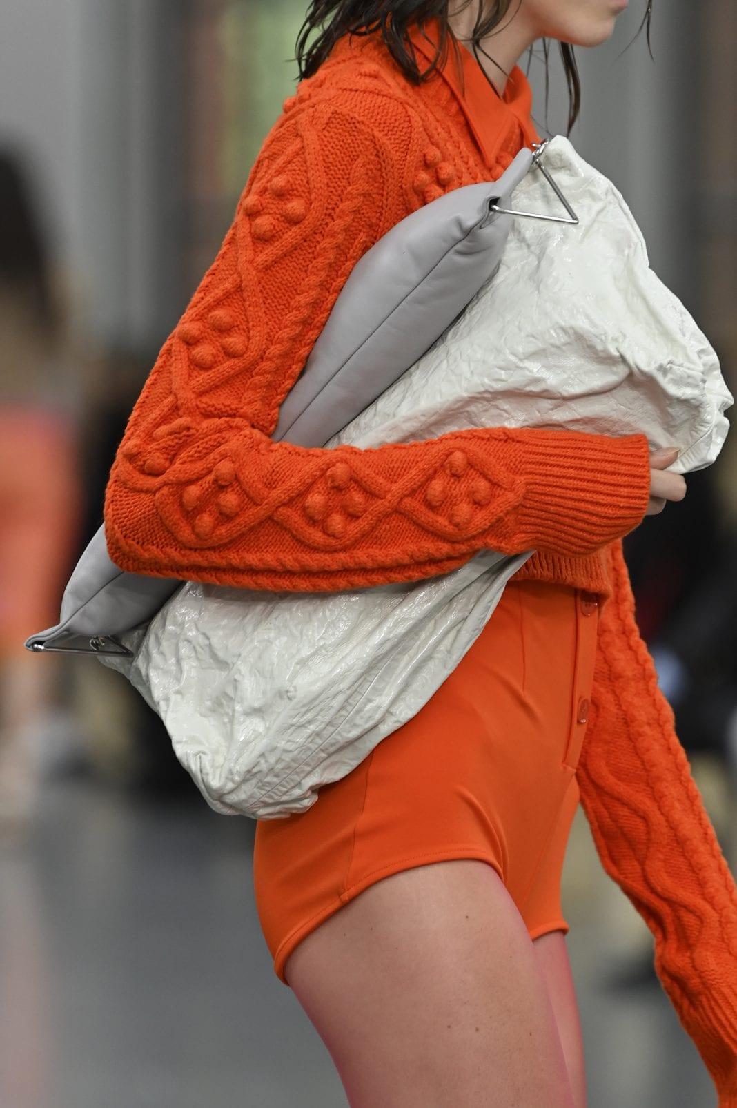 Clutch bags: Αυτοί είναι οι φάκελοι που θα κρατήσεις την Άνοιξη και το Καλοκαίρι