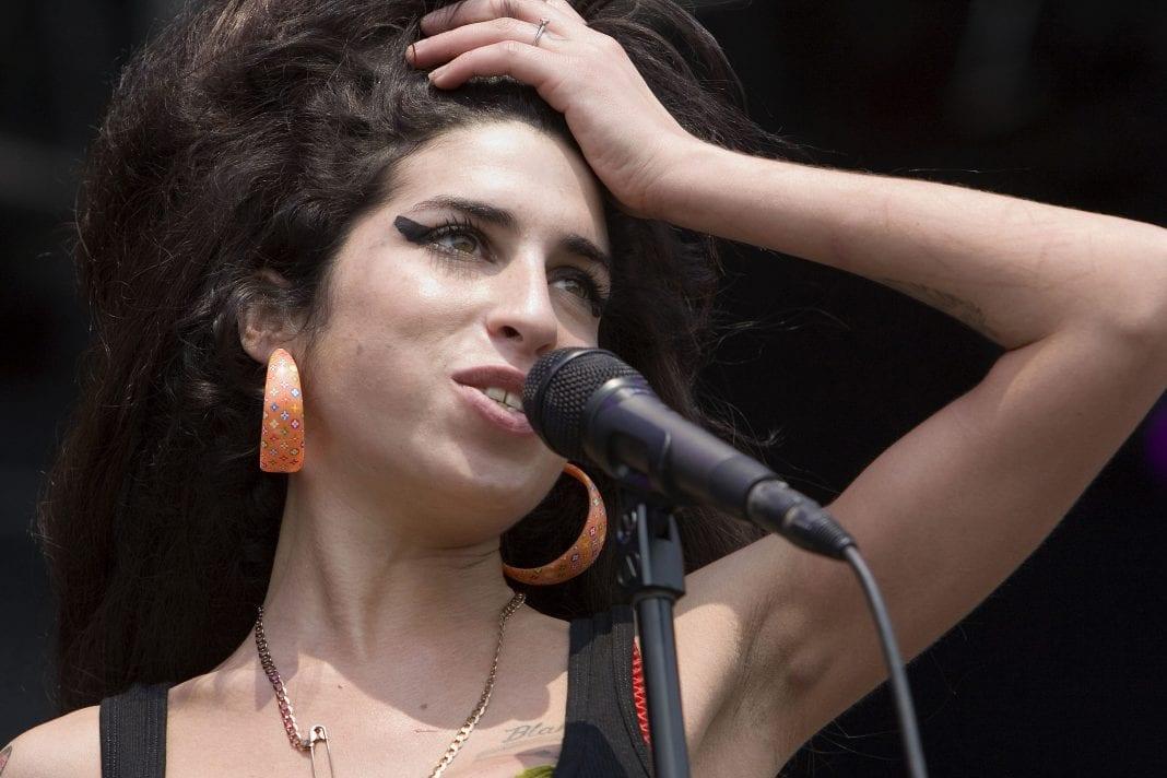 Amy Winehouse: Δε φαντάζεστε το ποσό που λαμβάνει κάθε χρόνο η οικογένειά της από τα τραγούδια της!
