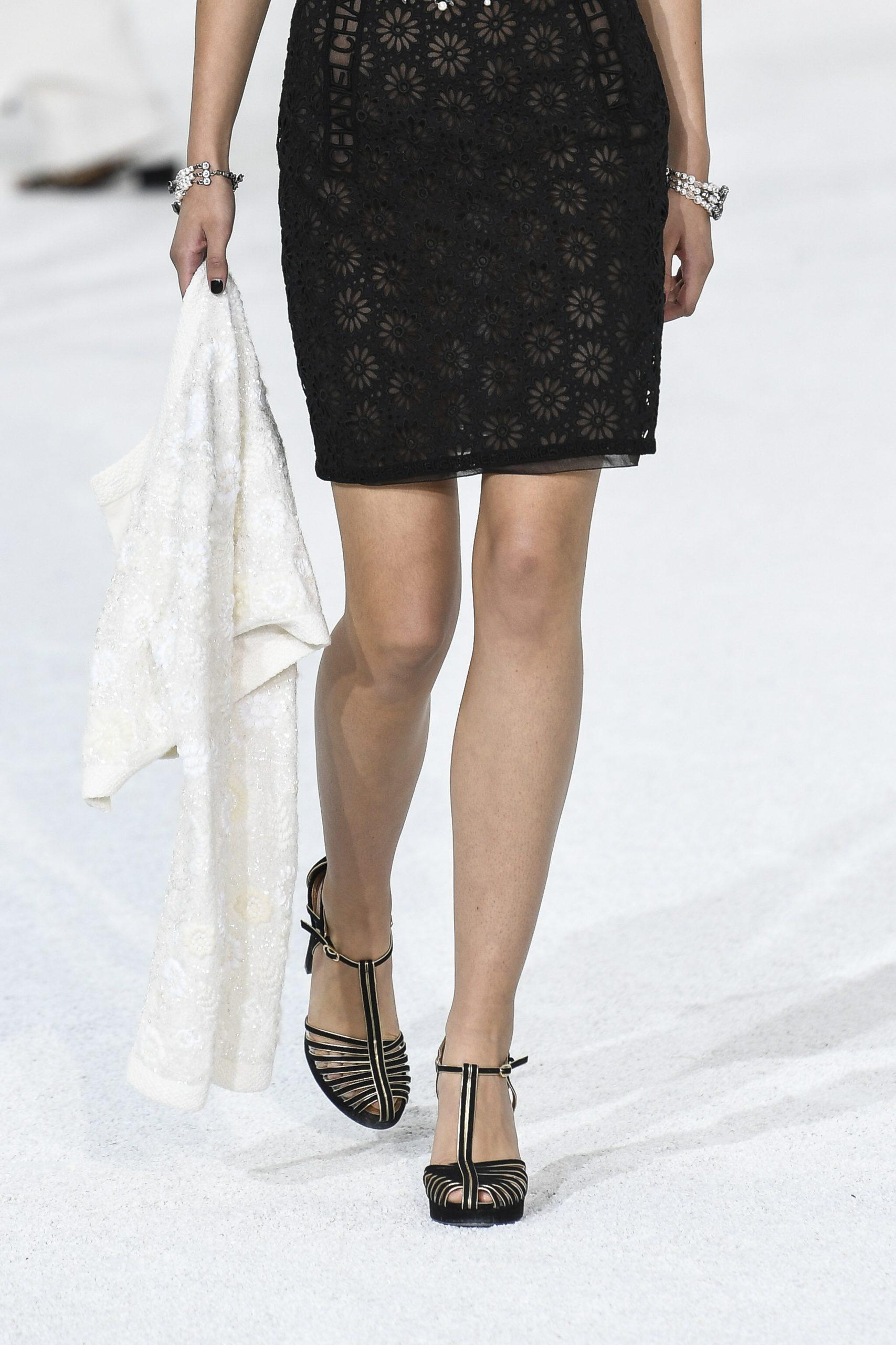 Αυτός είναι ο τρόπος για να φορέσεις το mini φόρεμα αυτο το καλοκαίρι