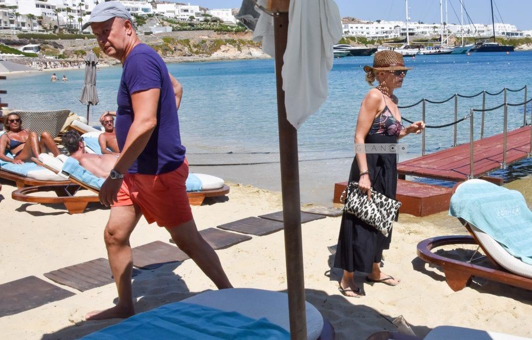 Μαρία Μπεκατώρου: Διακοπές στη Μύκονο με τον σύζυγό της, Αντώνη Αλεβιζόπουλο!