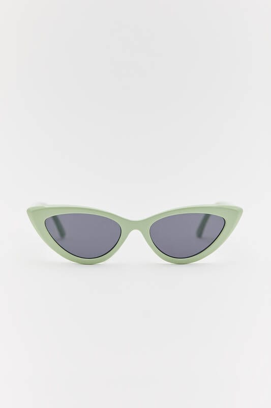 Pull & Bear Βeach accessories: Αυτά είναι όλα όσα θα χρειαστείς για την παραλία και κοστίζουν κάτω από 20 ευρώ