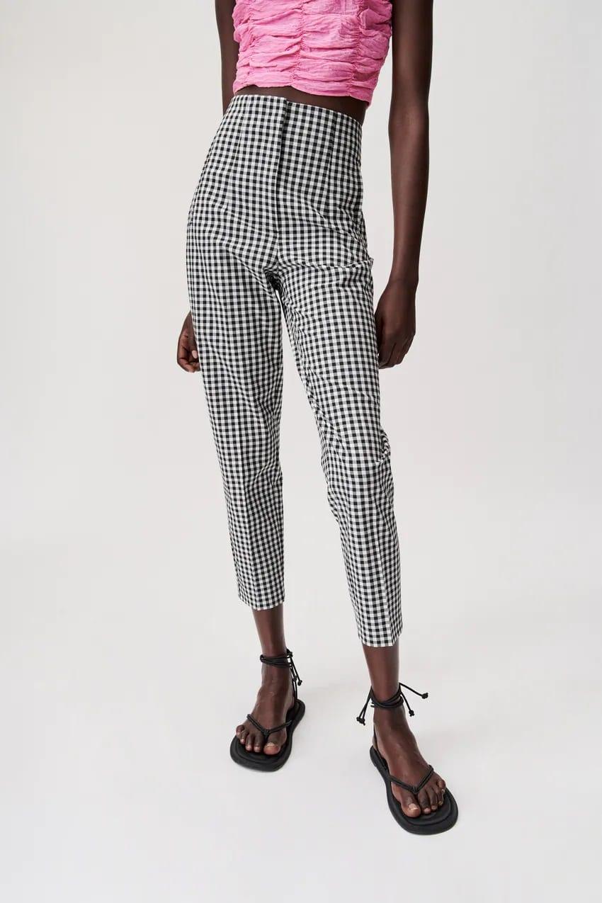 Zara παντελόνια: 4+1 διαφορετικά στυλ για να επιλέξεις το αγαπημένο σου χωρίς να ξοδέψεις ούτε 30 ευρώ