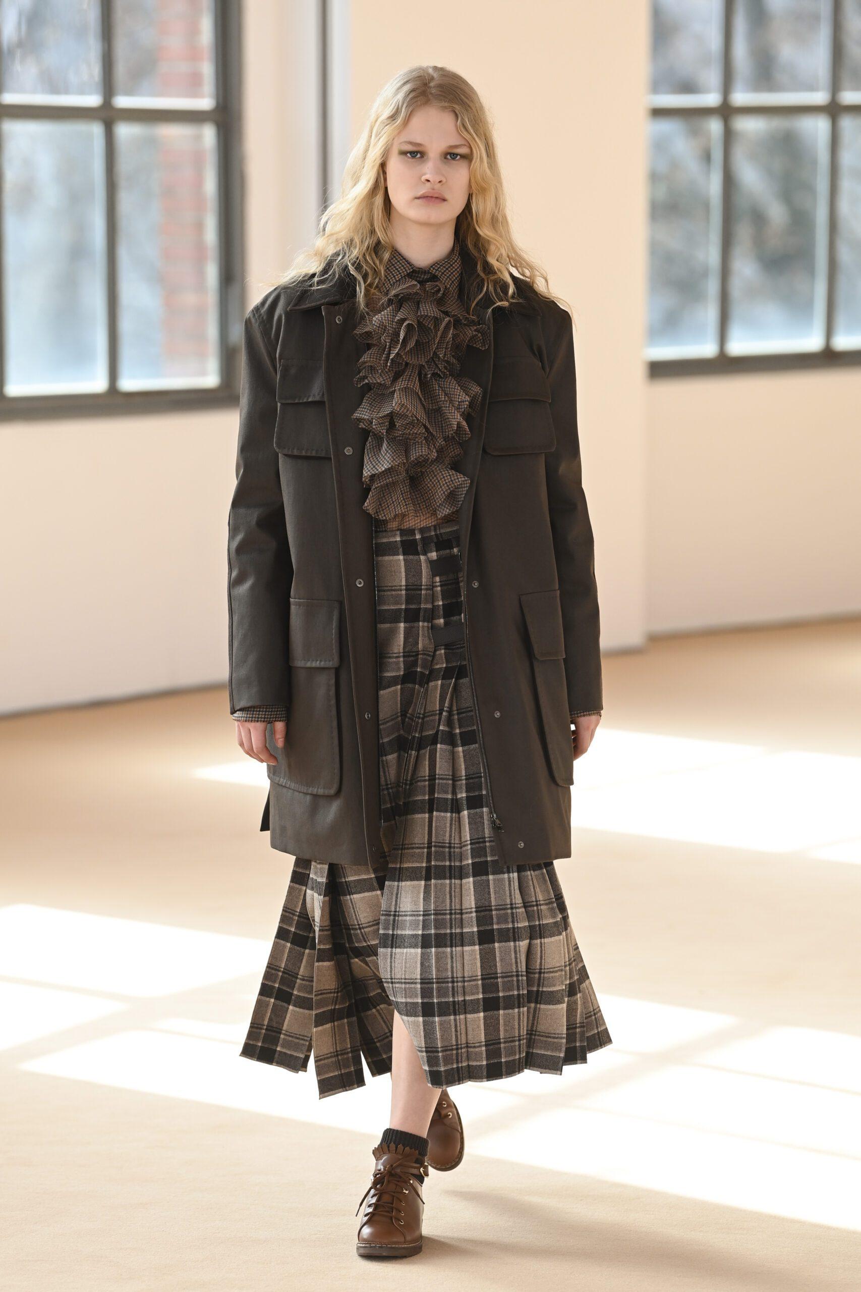 Plaid skirt: Αυτή είναι η φούστα που θα φορέσουμε όλες το φθινόπωρο