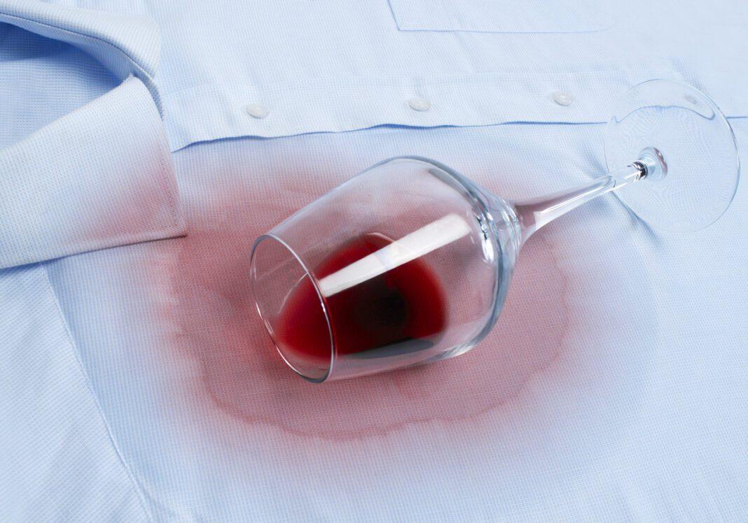 Πως να αφαιρέσεις τον λεκέ από κρασί