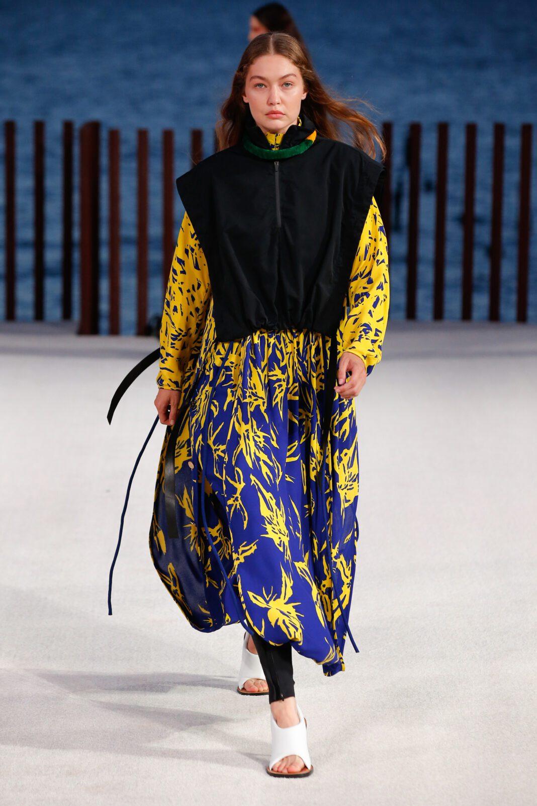 New York Fashion Week: Αυτά είναι τα ωραιότερα looks του οίκου Proenza Schouler για την Άνοιξη/Καλοκαίρι 2022.